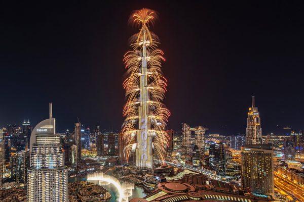 برج خليفة يبهر العالم بعرضٍ مذهل في وسط مدينة دبي