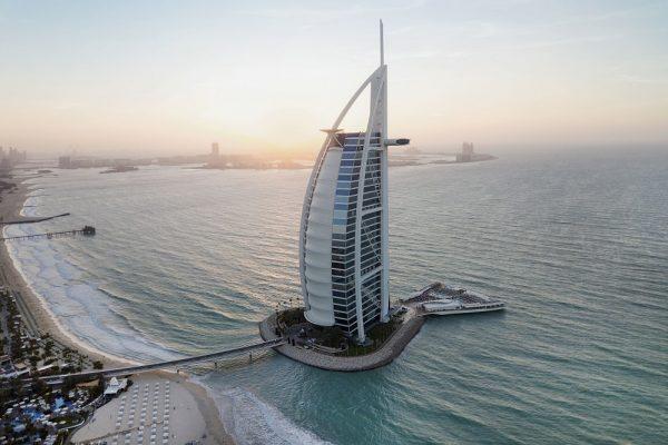 """""""برج العرب جميرا"""" يحصد لقب """"فندق المدينة الأول في منطقة الشرق الأوسط وشمال أفريقيا """""""