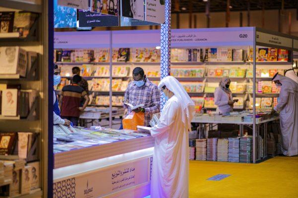 """""""الشارقة الدولي للكتاب"""" يسجل تاريخاً جديداً بنجاح كبير لأول معرض دولي في العالم يعقد على أرض الواقع"""