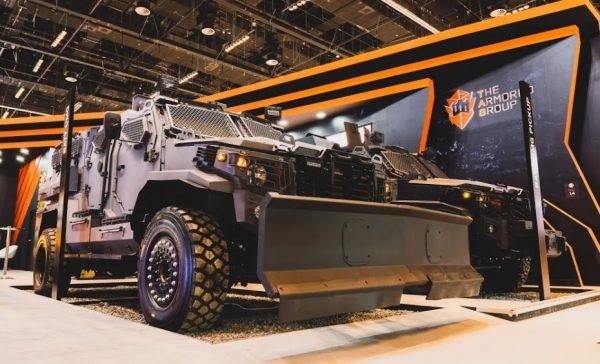 شركة أرمورد جروب تطلق أحدث مركباتها في معرض ومؤتمر الدفاع الدولي (إيديكس)