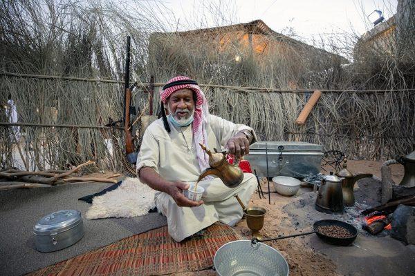 البيئة البدوية.. حياة برائحة الهيل وحكمة معدة على نار هادئة