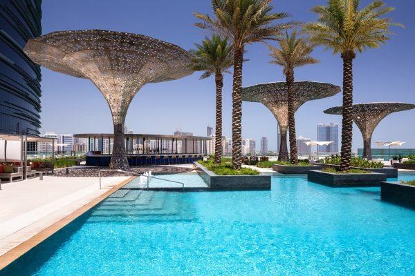 روزوود أبوظبي يستقبل موسم الصيف بعرض متميز